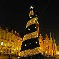 Wielka choinka na Rynku - w tym roku bezzapachowa i sztuczna... #choinka #święta #sylwester #rynek #wrocław #zabytki #wroclaw #ostrów #tumski #katedra #ratusz #fontanna
