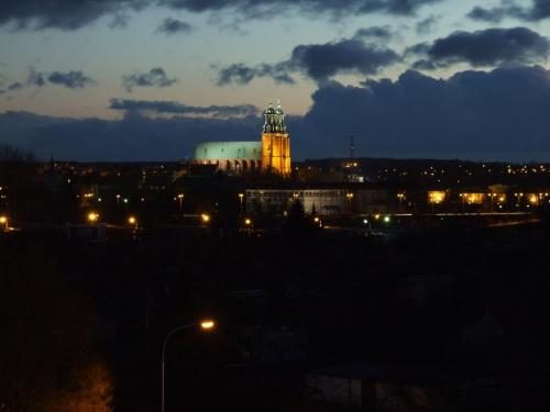Katedra noca widok ,od strony osiedla Kazimierza