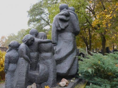 Janusz Korczak wyprowadza dzieci z getta ... na cmentarz #Cmentarz