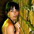 #kobieta #ściana #noc #mur #cegła