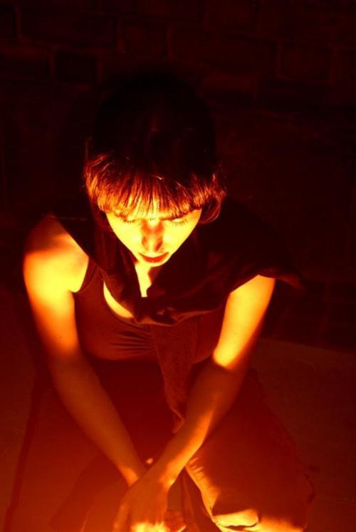 #miasto #kobieta #światło #noc #mrok #tajemnica