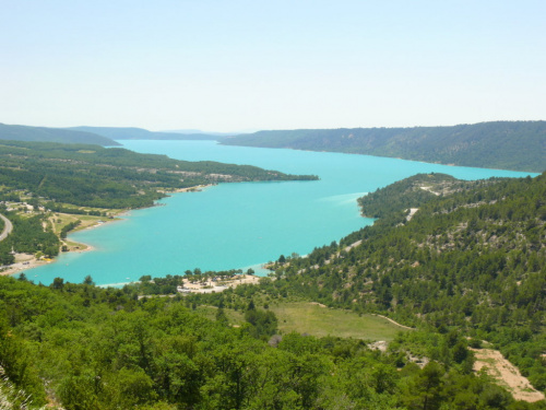 Sztuczne jezioro Ste - Croix i jego lazurowe wody #CanionDuVerdon