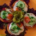 Grzaneczki z mozzarellą.Przepisy na : http://www.kulinaria.foody.pl/ , http://www.kuron.com.pl/ i http://kulinaria.uwrocie.info #przekąski #grzanki #mozzarella #ser #śniadanie #kolacja #jedzenie #kulinaria #gotowanie #PrzepisyKulinarne